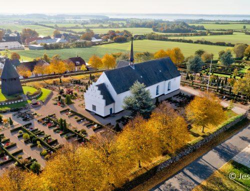 Luftfoto landsbykirke